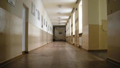 szkoła korytarz budynek lo curie