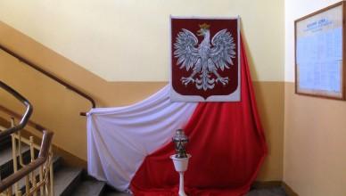 polska flaga biało czerwona godło